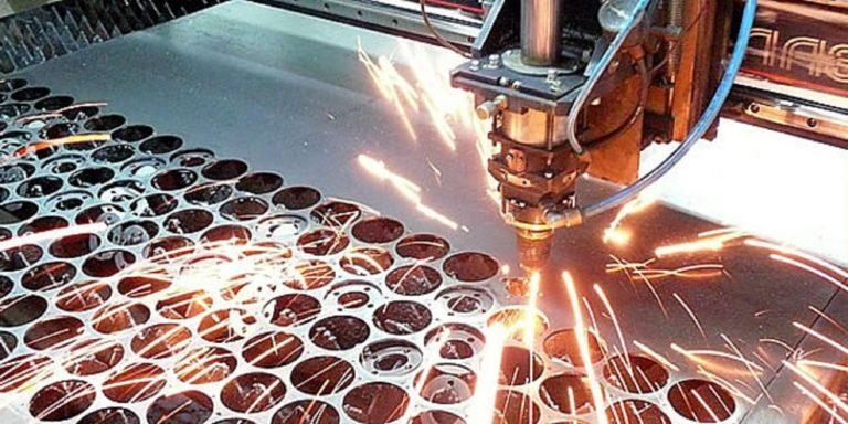 Лазерное сверление отверстий в металле
